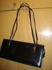 Продам женскую сумку ,  черную ,  лаковую
